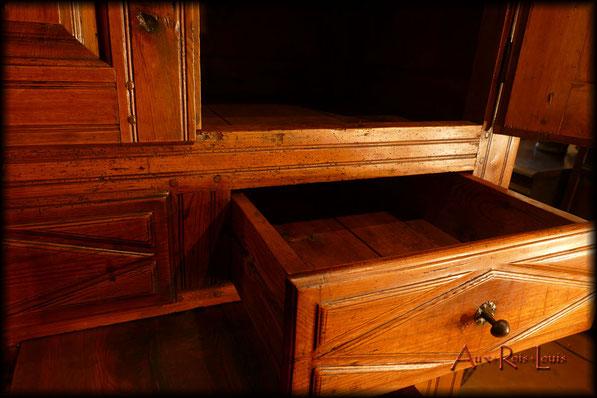 Armoire de cuisine Louis XIII – XVIIᵉ siècle – Haute‑Loire