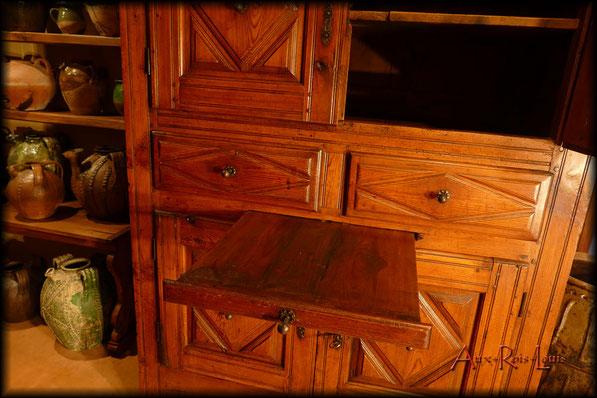 armoire de cuisine louis xiii xvii si cle haute loire aux rois louis. Black Bedroom Furniture Sets. Home Design Ideas