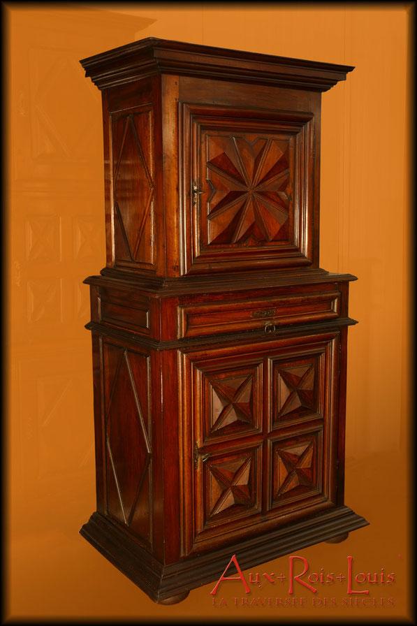Two-tier walnut dresser – Louis XIII – from the Périgord region of France