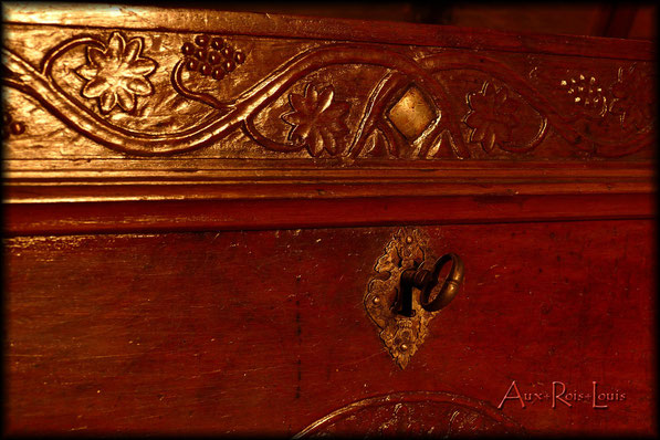 Walnut wood chest – 18ᵗʰ century – Bordeaux Region