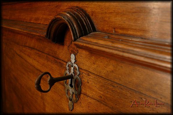 Coffre en noyer – XVIIIᵉsiècle – Périgord