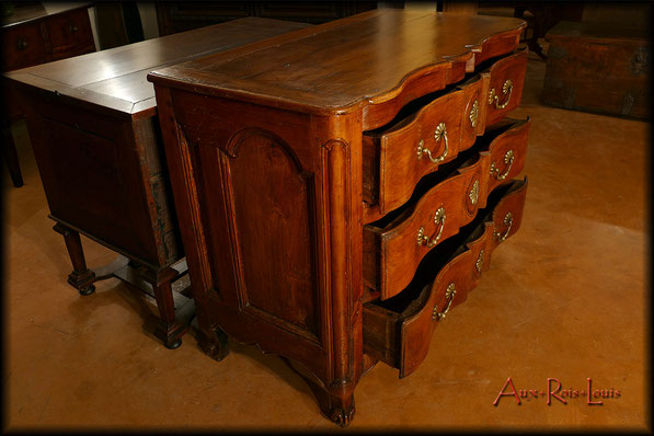 18ᵗʰ century cherrywood commode – South West of France