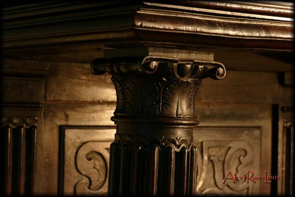 Crédence Renaissance en noyer – XVIIᵉ siècle - Les colonnes sont en chapiteaux.