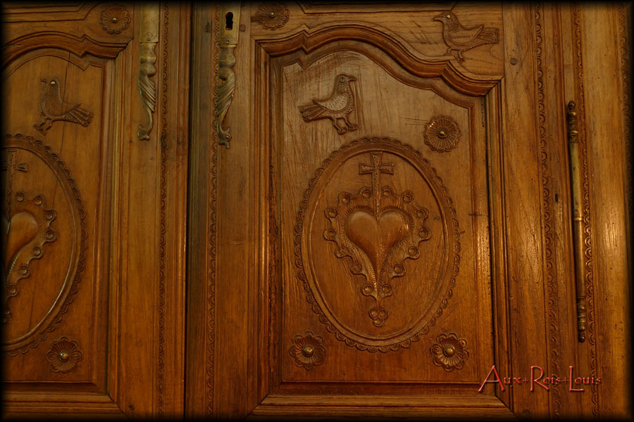 Oak wedding wardrobe – 19ᵗʰ century – Brittany - The Latin cross