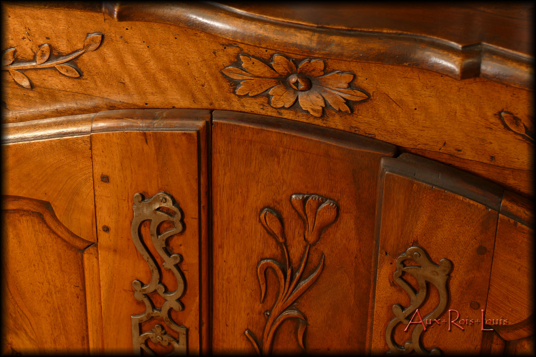 Walnut sideboard with tabernacle – 19ᵗʰ century – Provence