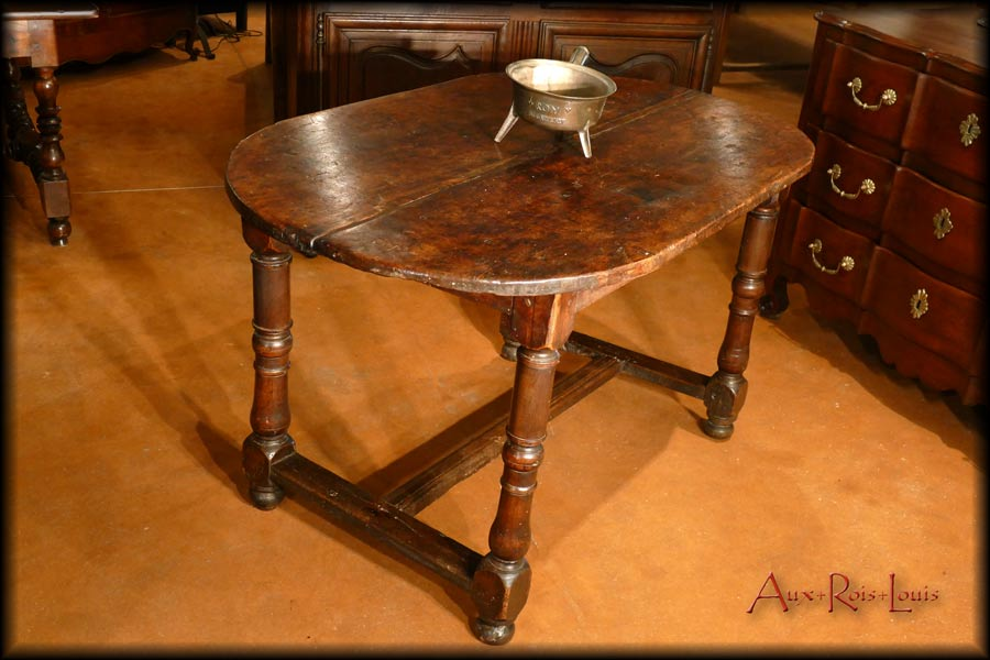 Table d'office Louis XIII en noyer – XVIIᵉ – Périgord