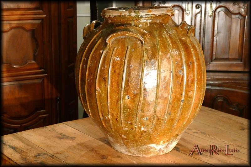 Mélard sphérique en terre cuite vernissée – XVIIIᵉ siècle – Puy de Dôme
