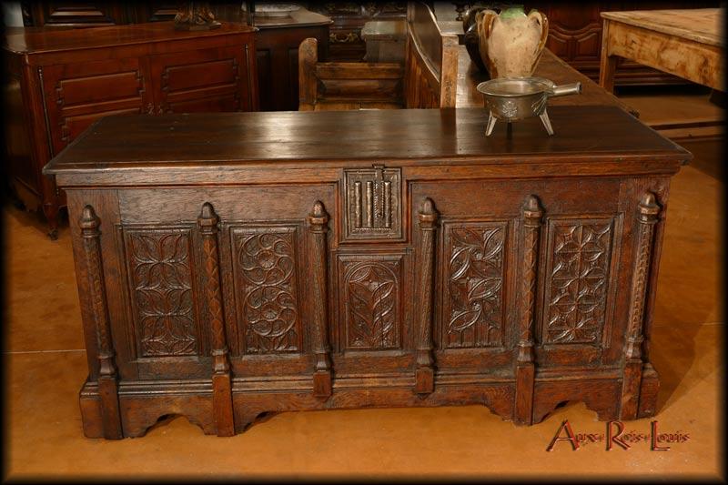 Oak Gothic chest – 17ᵗʰ century – North of France