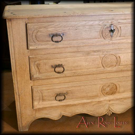 Natural oak, popular art chest of drawers – 18ᵗʰ century – Pyrenees