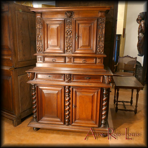 Louis XIII two-tiered walnut buffet – 17ᵗʰ century – South West France