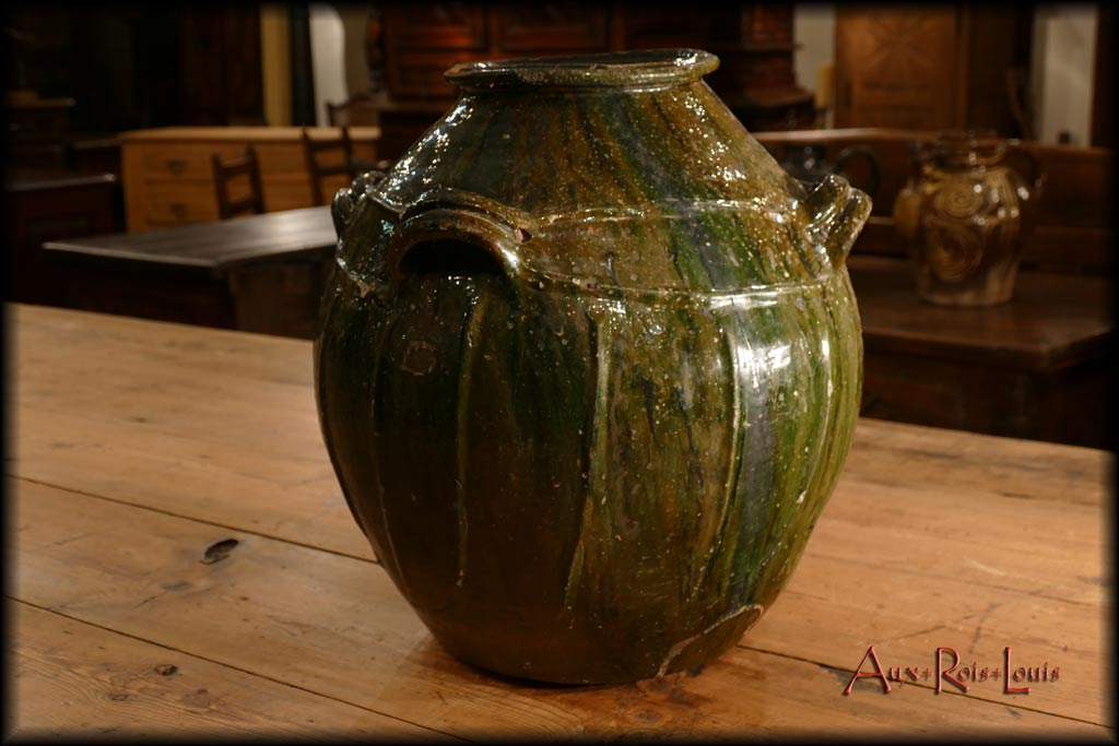 """Large oil jar, commonly called """"mélard"""", produced in Auvergne in the 19ᵗʰ century."""
