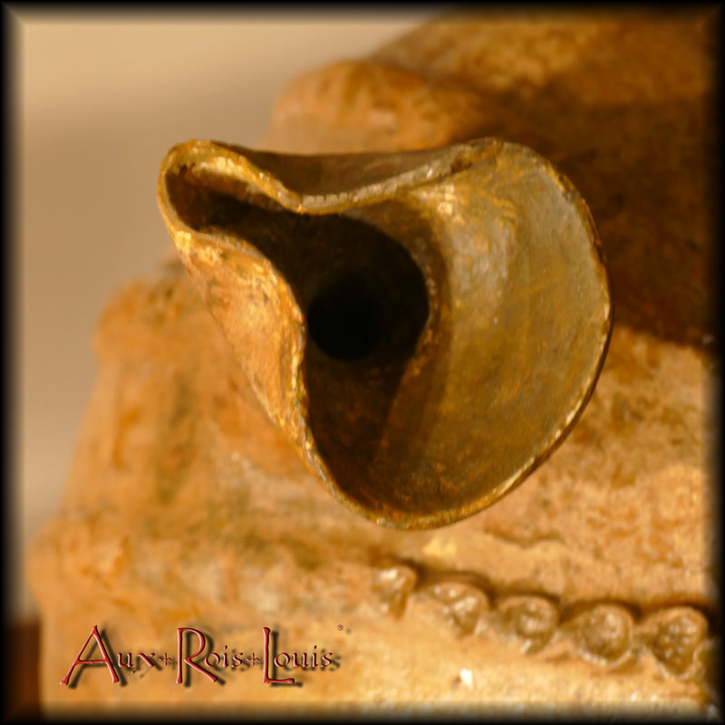 pinched spout seen from above