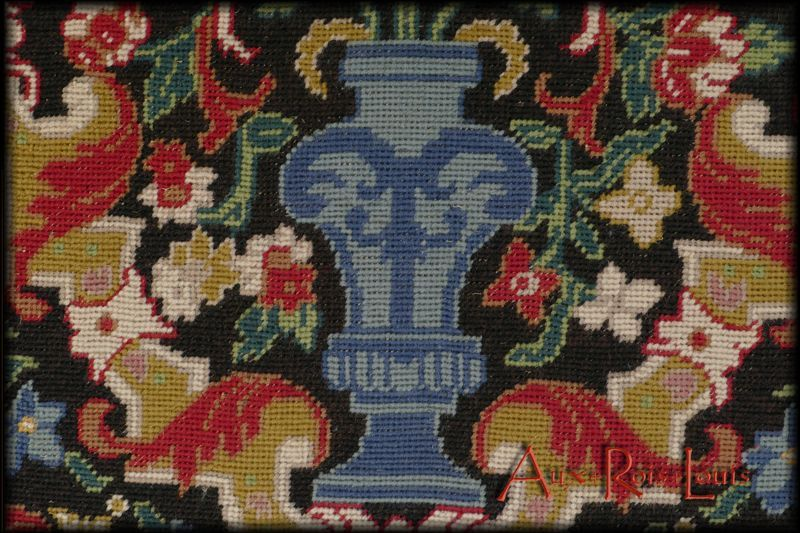The pattern of floral cups of the tapestries embroidered in canvas type
