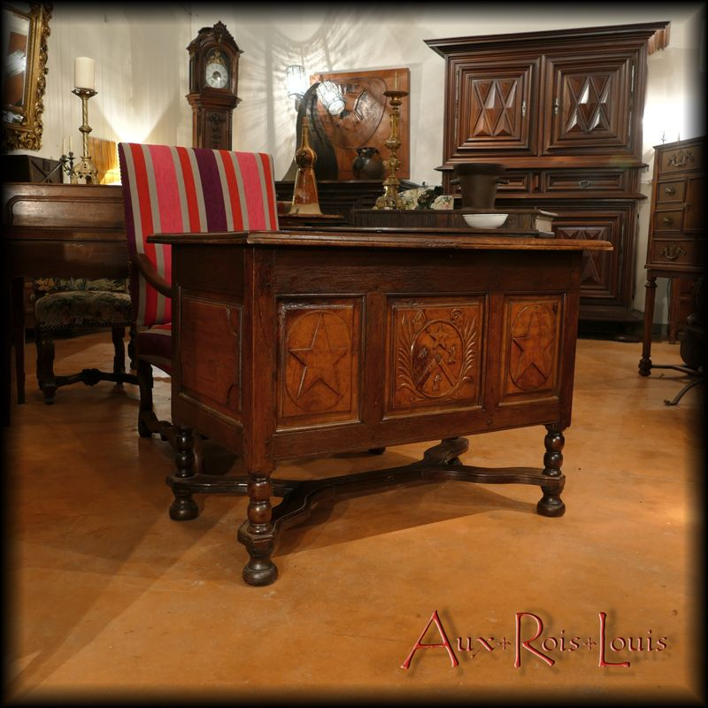 Mazarin desk in walnut, oak and pear – Louis XIV – 17ᵗʰ century – South-West – [ME040]