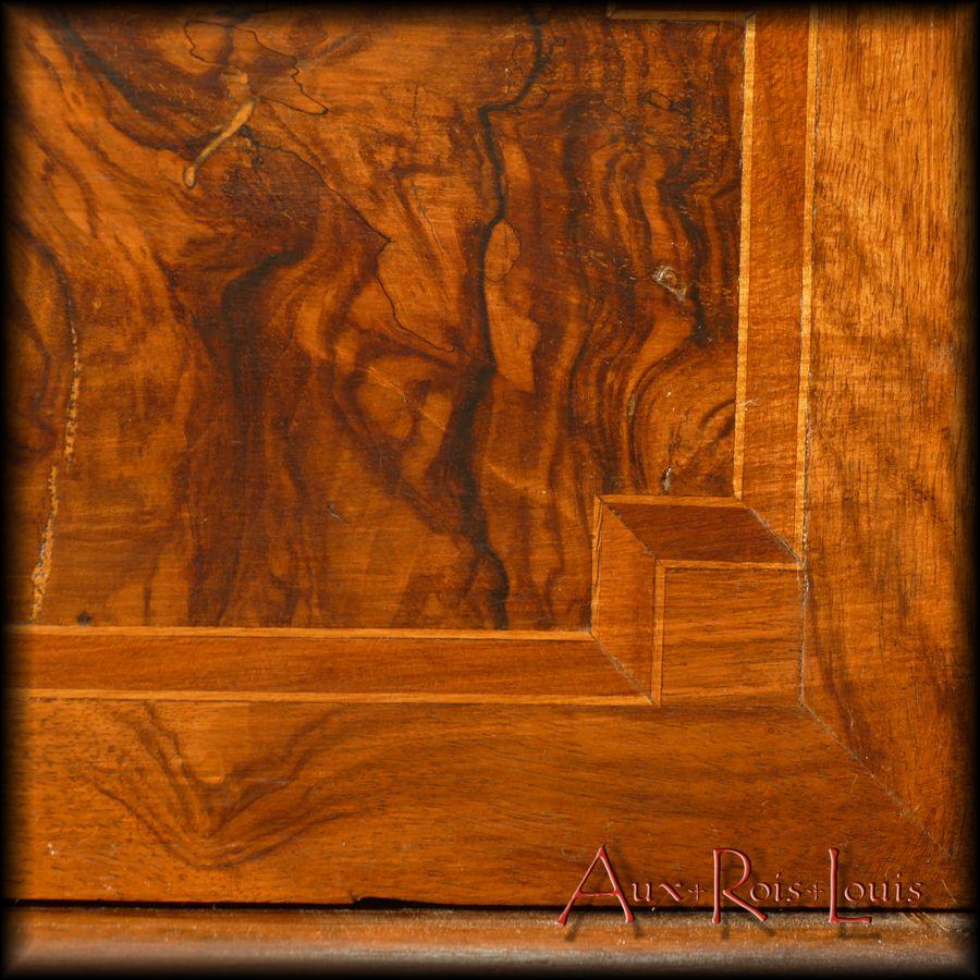 Shaded walnut veneer