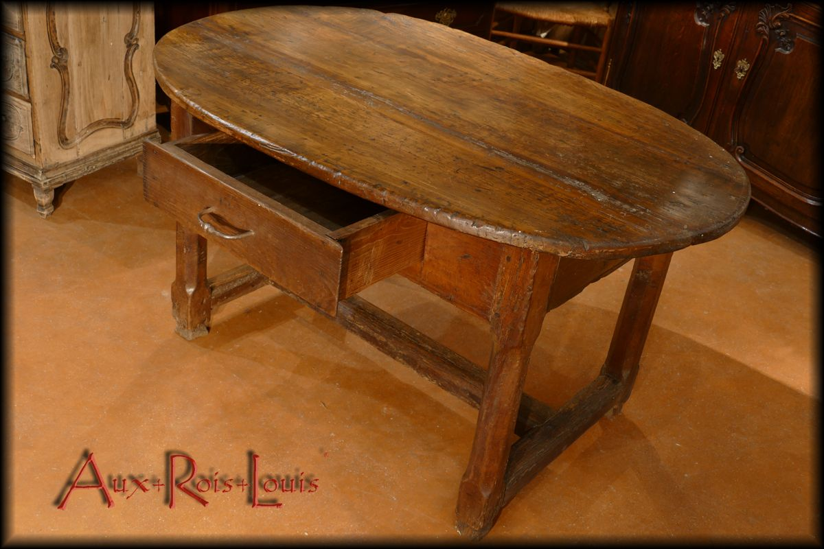 Oval winemaker's table, open drawer