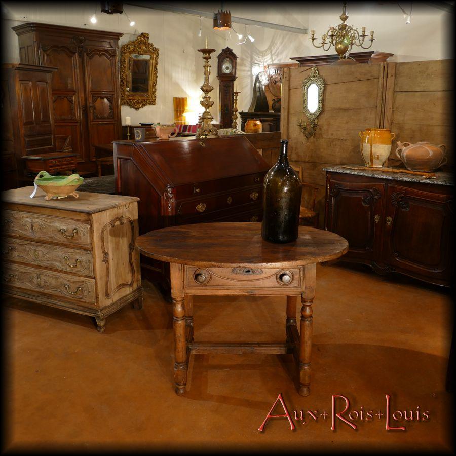 Table ovale de cellier en noyer – XVIIIᵉ siècle – Lot – [MP017]