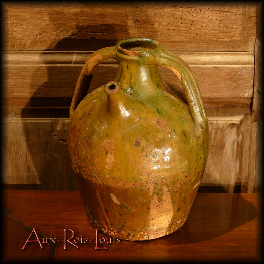 Two-tone Auvergne oil jar, yellow-brown face